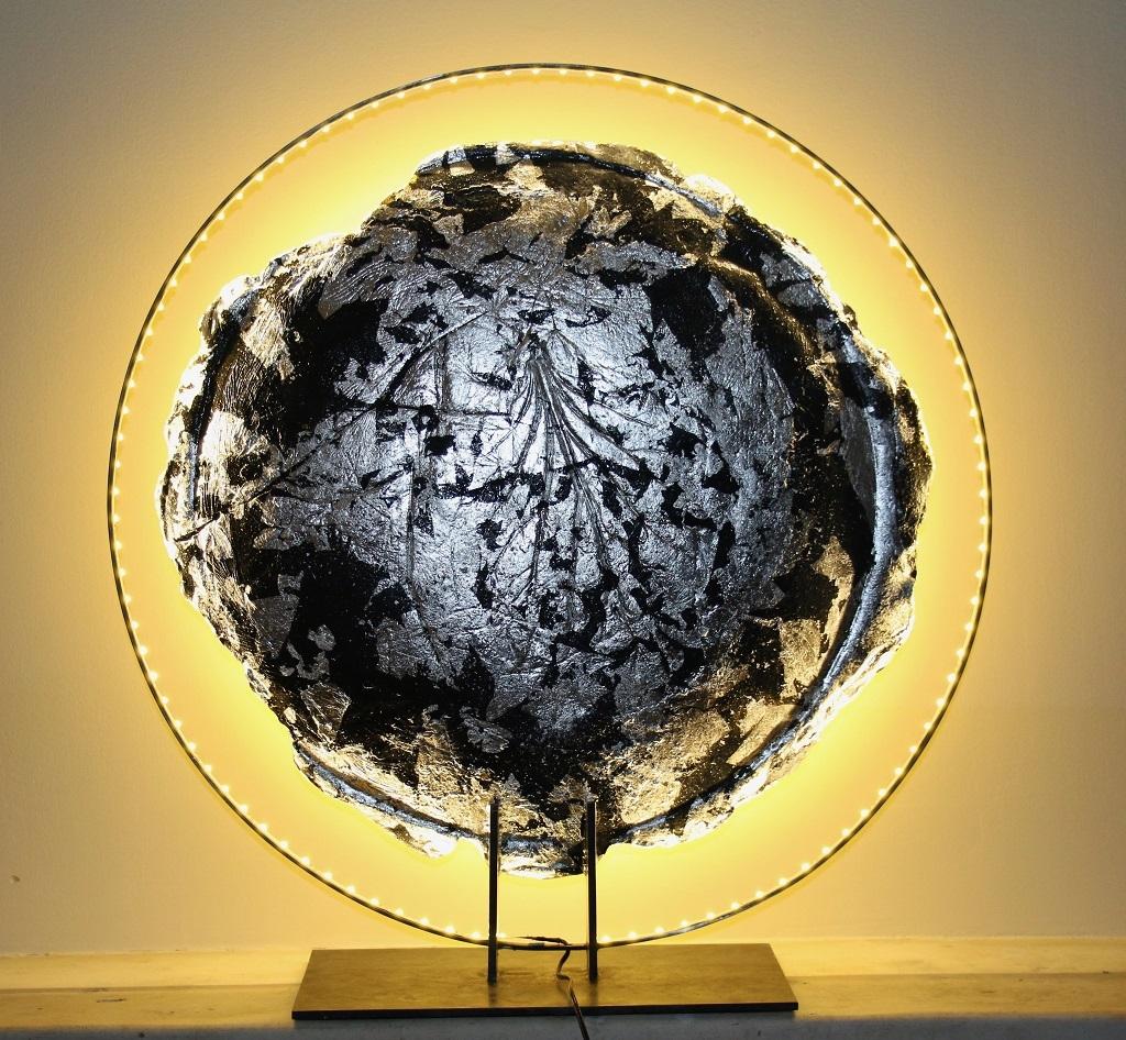 Eclipse, bronze, feuille d'argent et leds